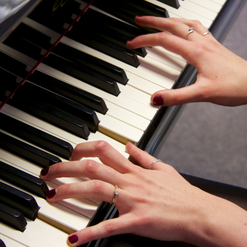 Debbi Lindley - London Based Piano Accompanist